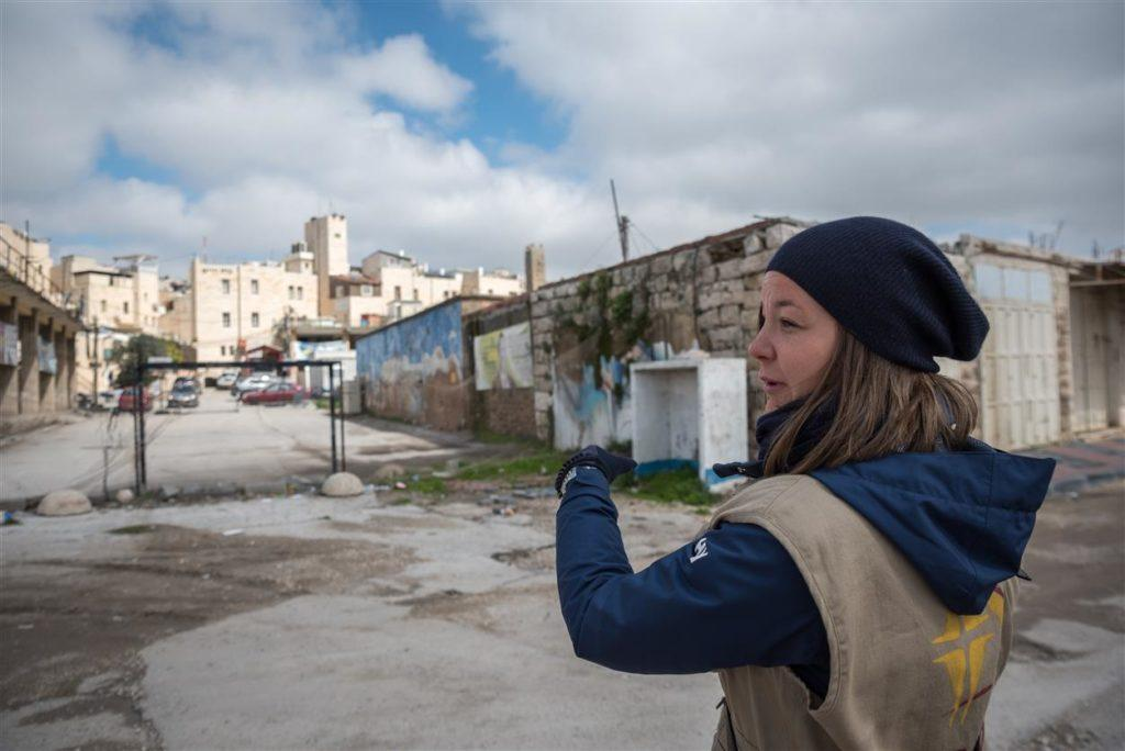Kaupoista hiljentynyt katu Israelin miehittämällä palestiinalaisalueella.