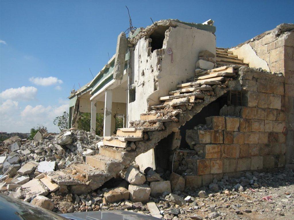Sodassa raunioitunut rakennus